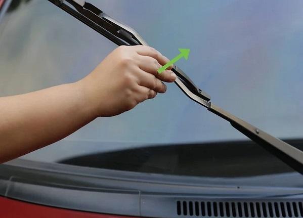 رفع چربی شیشه ماشین از داخل